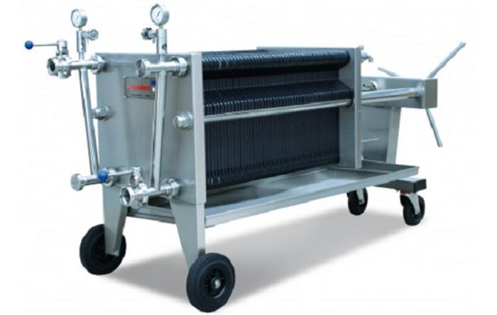 Bev-tech-littoral-sud-materiel-vinicole-chai-cuve-inox-vin-beziers-grenoble-nice-bayonne-produit-vinicole-filtration-flottation-filtre-plaques